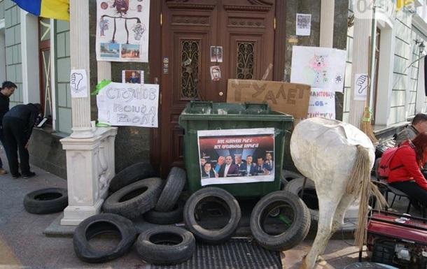 В Одессе второй день блокируют прокуратуру области