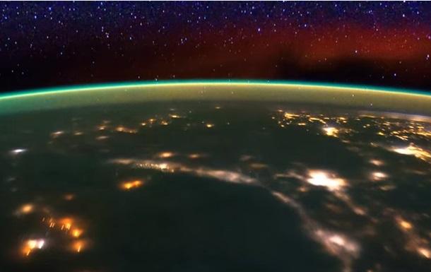 NASA показало завораживающее видео полета с МКС
