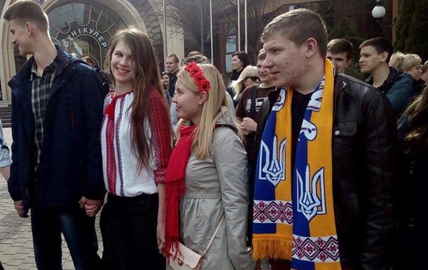 Киевские студенты создали  цепь  в поддержку голландского референдума