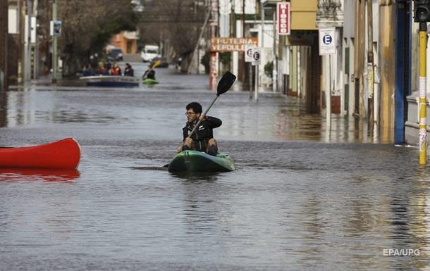 Из-за сильных дождей в Аргентине пострадали тысячи человек