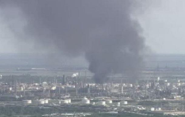 Крупный пожар вспыхнул на заводе Exxonmobil в США
