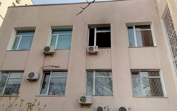 Судді ГРУвців кинули у вікно  коктейль Молотова