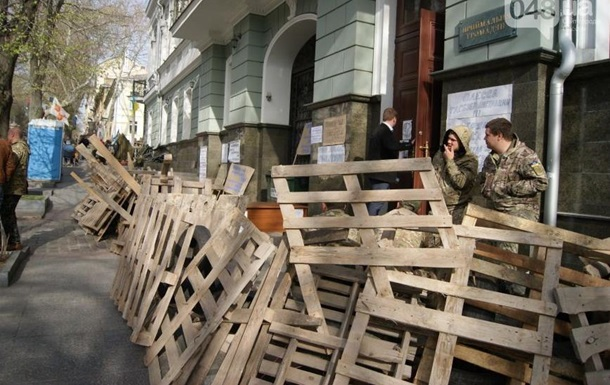 Возле одесской прокуратуры установили баррикады