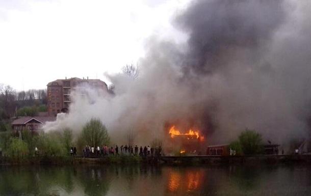 На Закарпатье сгорел гостиничный комплекс