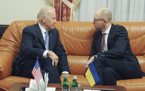 Байден поблагодарил Яценюка за работу