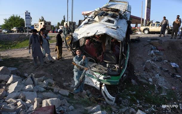 В Афганистане смертник на мотоцикле протаранил автобус с военными