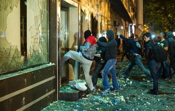 Протестувальники підпалили офіс президента Македонії