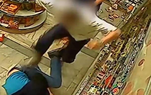 Украинца избили в магазине
