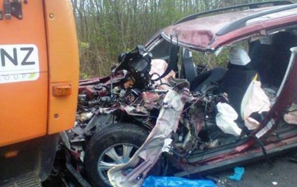 В Житомирской области столкнулись КамАЗ и Subaru, есть жертвы
