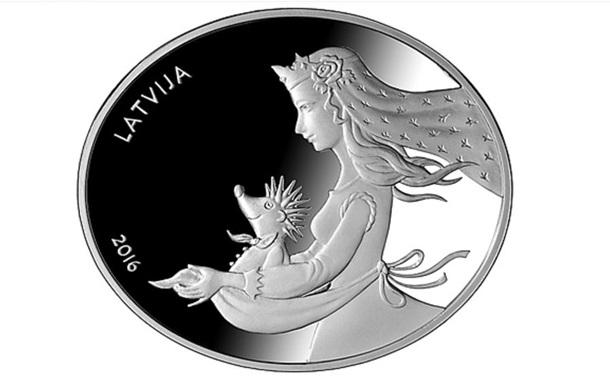 В Латвии вышли овальные €5 со сказочным ежом
