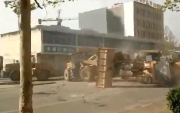 В Китае прошла битва на строительной технике