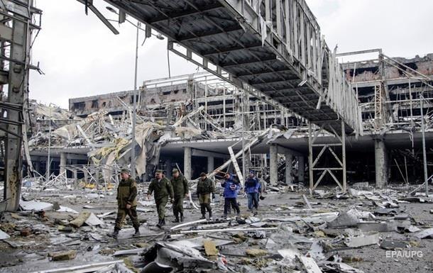 На руинах аэропорта Донецка расцвели тюльпаны