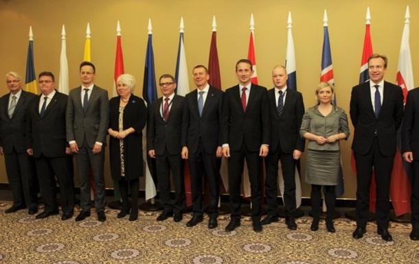 МИД 12 стран призвали к отмене виз Украине
