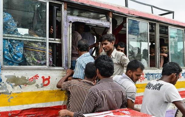 В Бангладеш на улице зарубили профессора университета