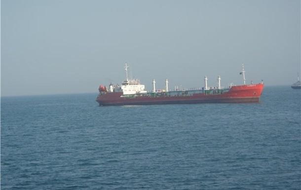 Горящий в Каспийском море танкер решили не тушить