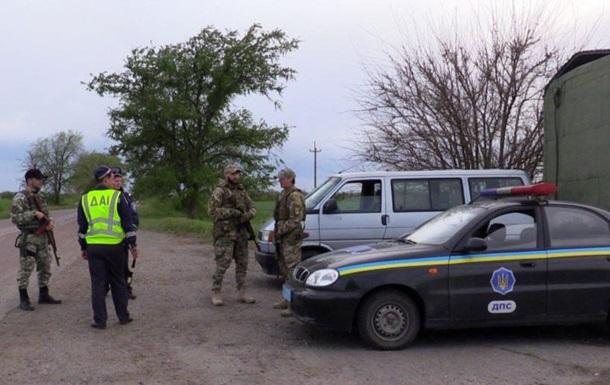 На въезде в Геническ установили блокпост