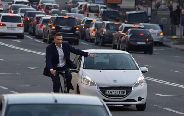 Кличко приехал на велосипеде