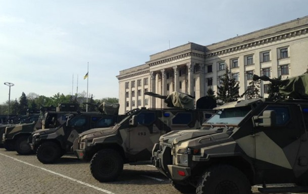 На Куликово поле в Одессе вывели военную технику