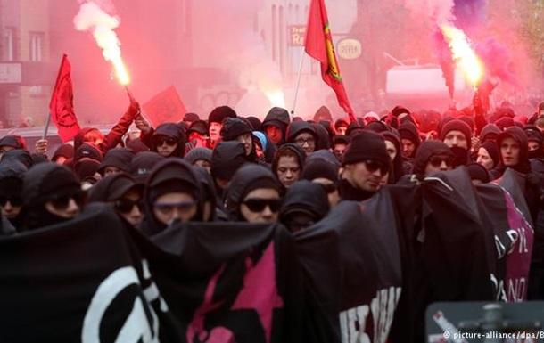 В Гамбурге полицию забросали камнями и петардами