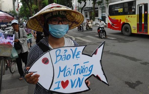 В Ханое прошли протесты из-за гибели рыбы