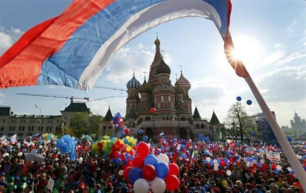 Первомай в России встречать на улицы вышли 2,5 млн человек