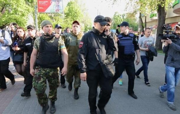 Представители Правого сектора пришли на Куликово поле в Одессе 2 мая.