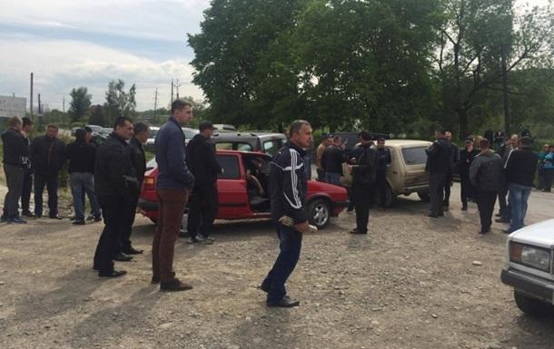На Прикарпатті учасники протесту перекрили дорогу міністру екології