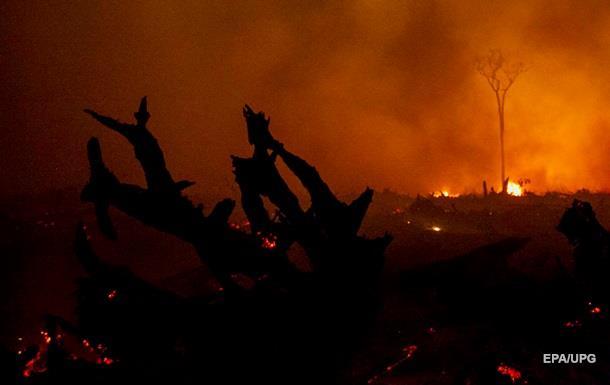 В Канаде из-за лесных пожаров объявлен режим ЧС