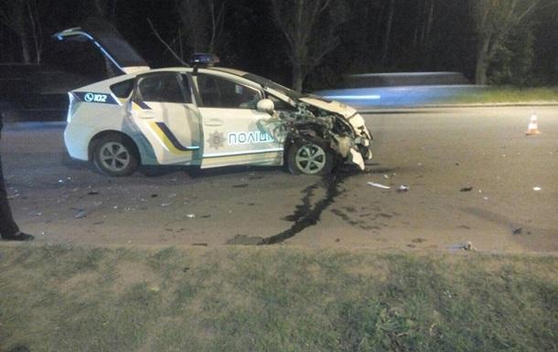 В Харькове авто патрульных попало в тройное ДТП