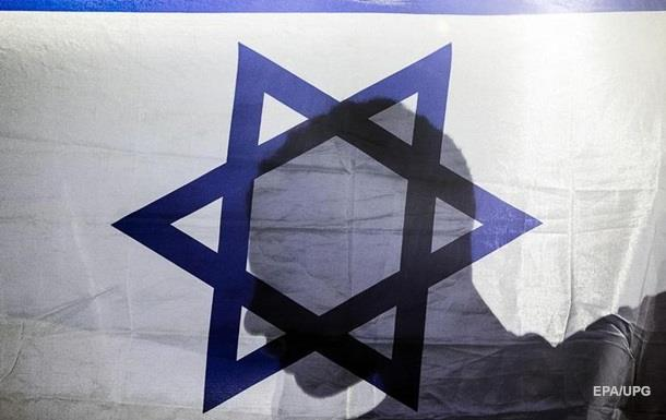 В Бабьем Яру сожгли флаг Израиля