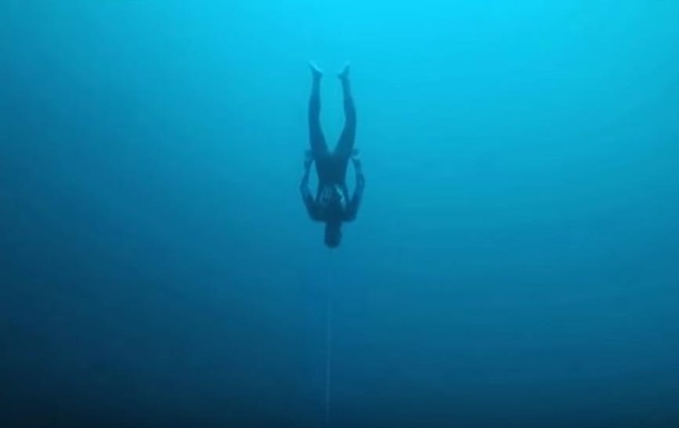 Новый рекорд: фридайвер опустился на 122 метра