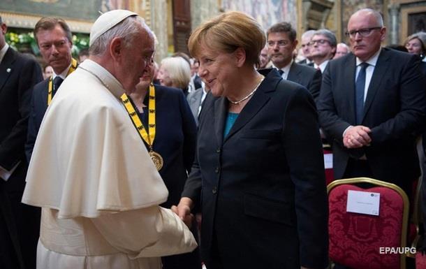Папе Римскому вручили награду за вклад в единство Европы