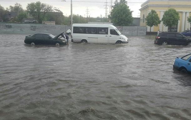 Центр Запоріжжя затопила сильна злива