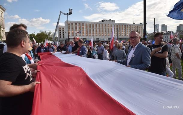 В Варшаве на протесты вышли около 200 тысяч людей