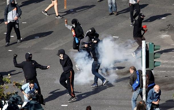 У Греції проти демонстрантів застосували сльозогінний газ