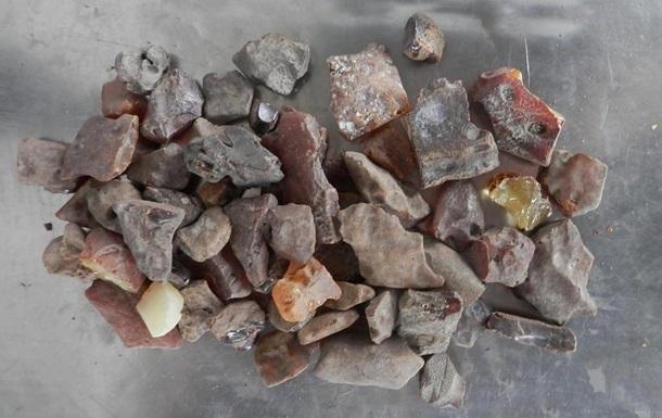 На Ровенщине задержали три группы копателей янтаря