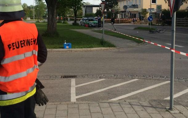 В Германии неизвестный с ножом ранил четырех человек