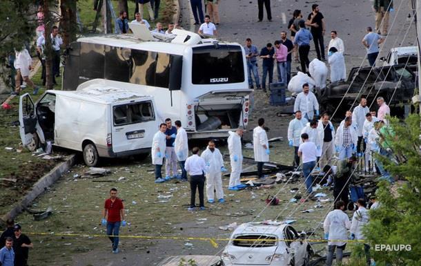 В результате теракта в Турции погибли не менее трех человек