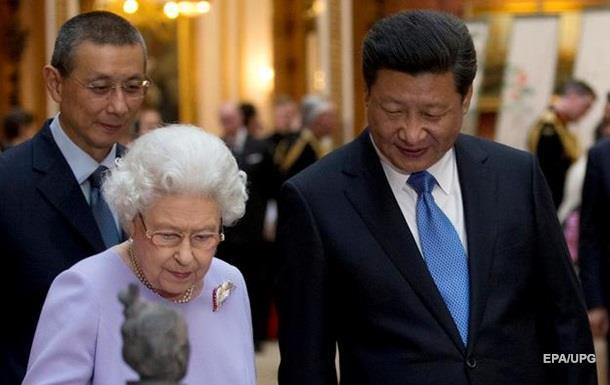Елизавета II посетовала на грубость китайских чиновников