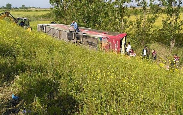 В Турции перевернулся автобус с туристами: пять жертв