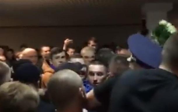 Радикалы устроили драку перед концертом Лободы в Тернополе