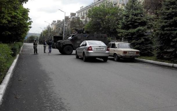 Краматорск ждет Порошенко: в центре броневики