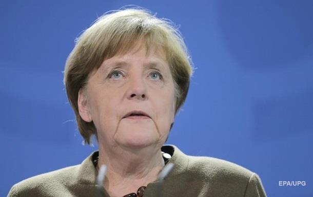 К приемной Меркель подкинули голову свиньи
