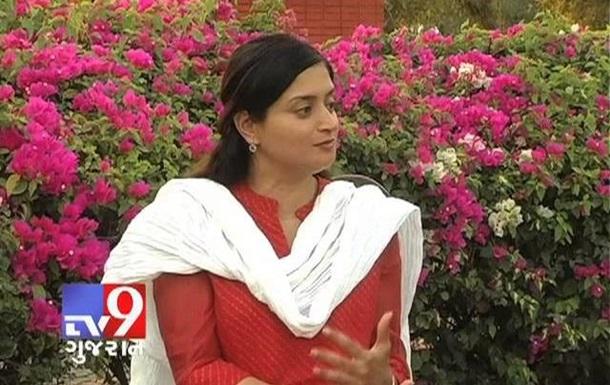 В Индии депутат ушла под землю, давая интервью