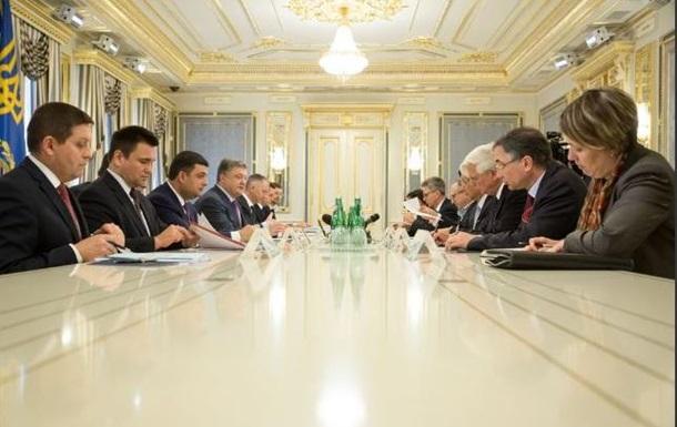 Порошенко призвал G7 продлить санкции против РФ