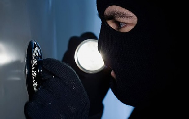 Во Львове похитили сейф, пробив стену банка