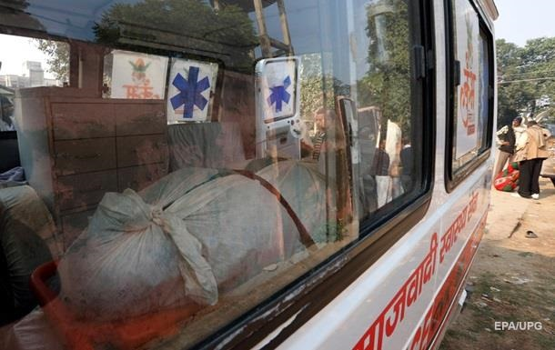 В Индии автобус упал в ущелье: 15 погибших