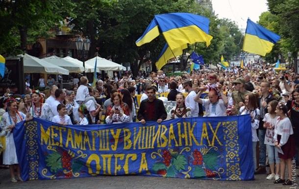 Более тысячи одесситов вышли на марш вышиванок