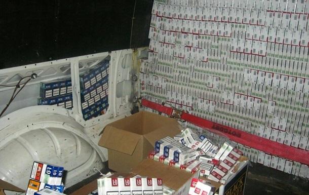 Дипломат пытался вывезти в Венгрию почти 60 тысяч пачек сигарет