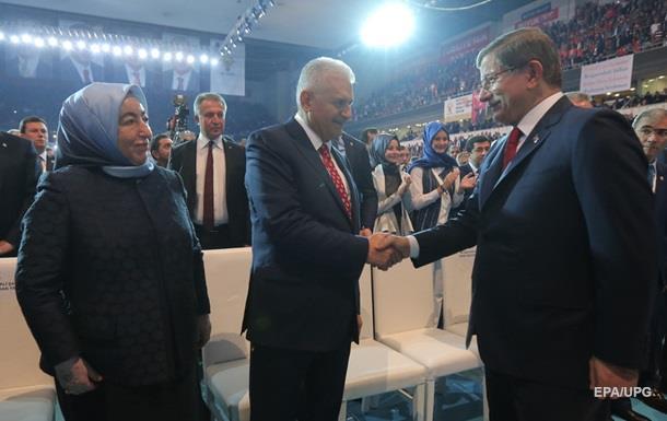 Премьер Турции Давутоглу официально подал в оставку